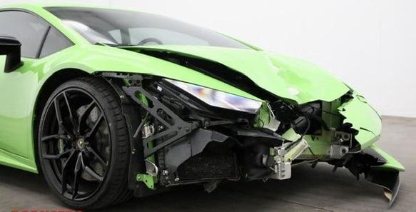 Kwart van een Lamborghini Hurecàn weg na ongeval