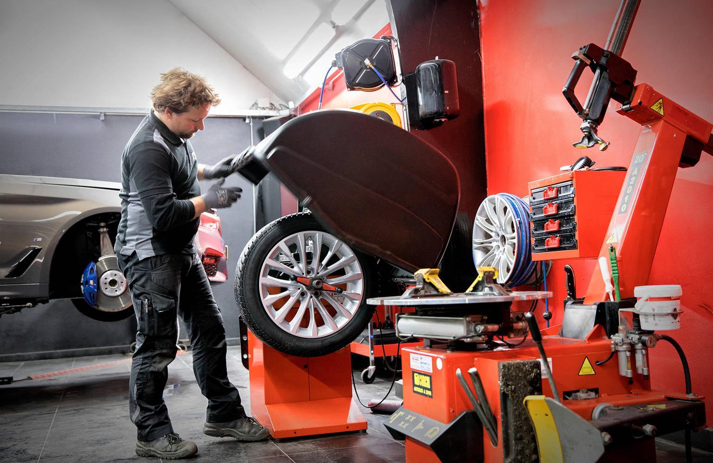Nieuwe banden auto kopen, monteren of uitlijnen